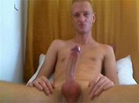 Blonder Gay wichst sich geil