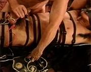 Elektro Folter im BDSM Gayporno