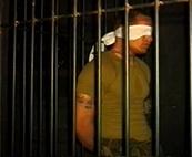 Stahlharte Muskeln hinter Gittern