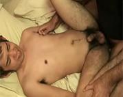 Asiate zum ersten Mal anal gefickt