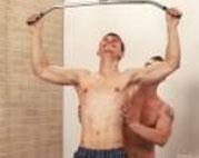 Gays lecken Schwänze im Fitness Studio