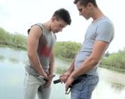 Romantischer Gaysex am See