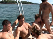 Reiche Jungs ficken auf einer Yacht