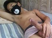 Asia Teenie wichst seinen Schniedel