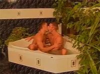 Schwuler Gangbangporno mit vier heißen Gays